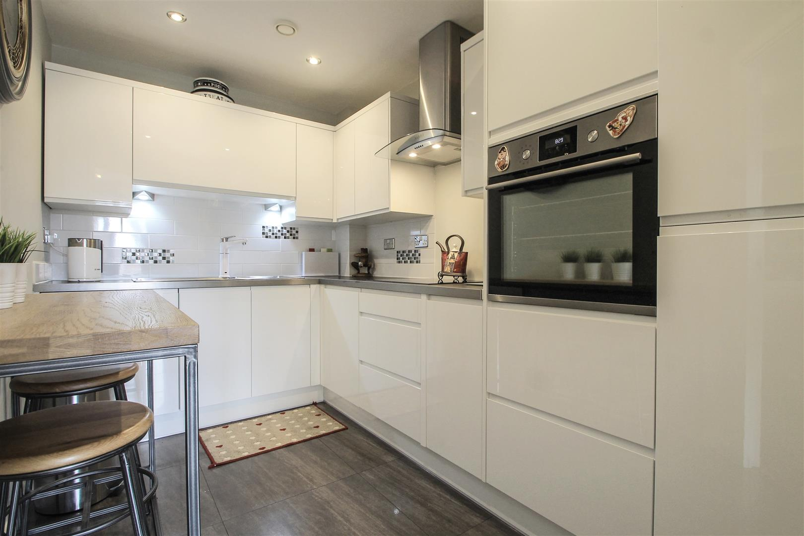 2 Bedrooms Apartment Flat for sale in Century Wharf, Cardiff Bay